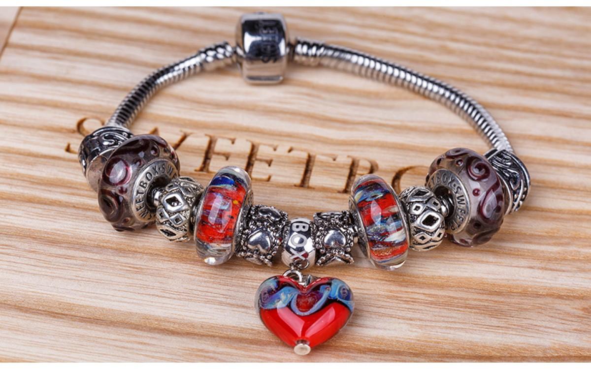 Autumn Waltz. A new collection of bracelets, designers.