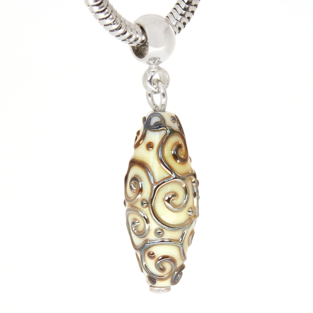 Amorpha pendant in silver